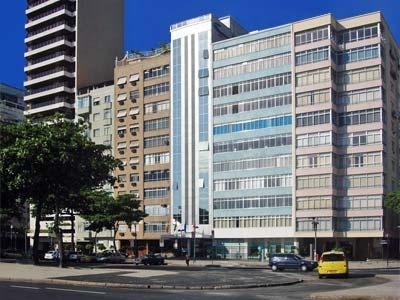 Orla Copacabana Hotel é a melhor opção de hospedagem para quem visita o Rio de Janeiro. Seu moderno edifício este hotel recebe seus hóspedes com serviços e instalações onde a qualidade e a comodidade combinam perfeitamente.  Os serviços do hotel se distinguem por sua qualidade, sofisticação e por satisfazer necessidades e preferências de quem o visitam. Suas instalações incluem piscina, restaurante, bares, sauna fitness center e um belo terraço de onde poderá admirar belas vistas de…