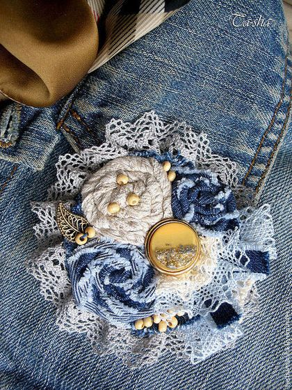 Броши ручной работы. Ярмарка Мастеров - ручная работа Джинсовая брошь из ткани «Golden jeans» в стиле бохо, boho chic brooch, boho chic jewelry,linen brooch, textyle brooch, leather flower brooch