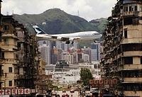Cathay Pacific 747-367 on approach to