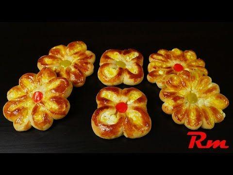 Τυροπιτάκια λουλούδια (Pies in flower shape)