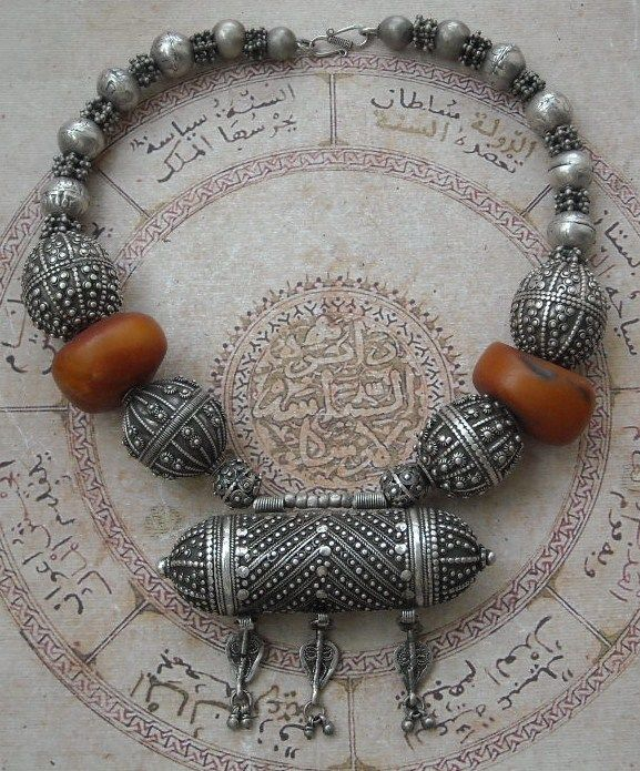 Yemen | Antique 'Kahraman' Amber and Silver Necklace | 750$