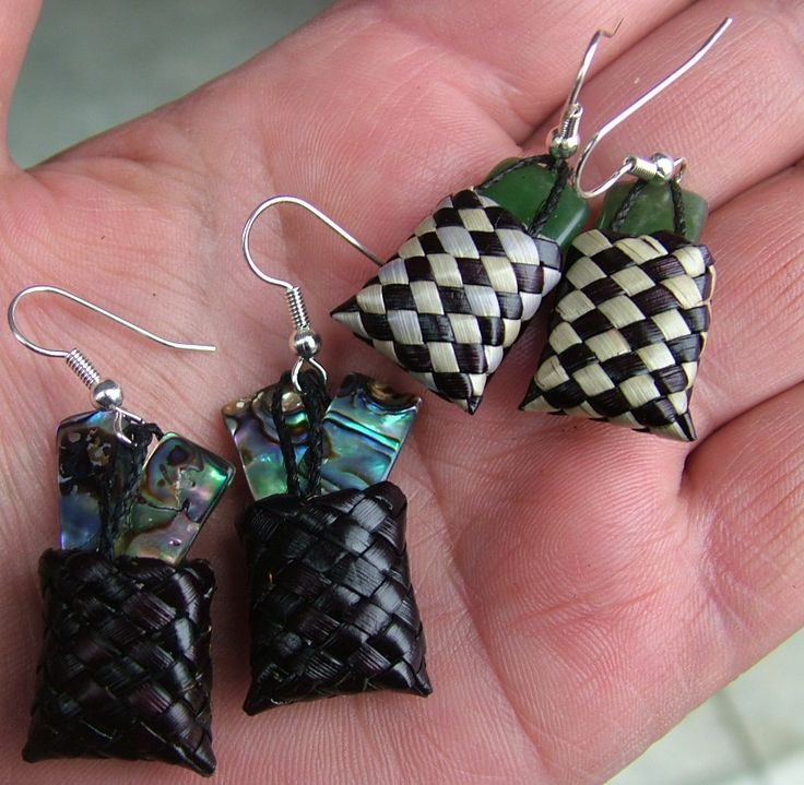New Zealand Maori Pounamu (greenstone) earrings Kete (basket) Harakeke (flax).