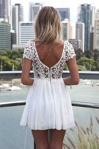 Fashion O Neck Short Sleeves Backless Lace Patchwork Hollow-out White Chiffon Pleated Dress
