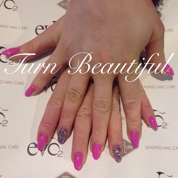 Sculpted @biosculpturegelgb extensions topped with two gels  from the #discodollycollection - #partyanimal and #glitterbug  #biosculpture #biosculpturegel #nailextensions #sculptednails #gelnails #beautybrighton #turnbeautiful #gelmanicure #pinknails #glitternails