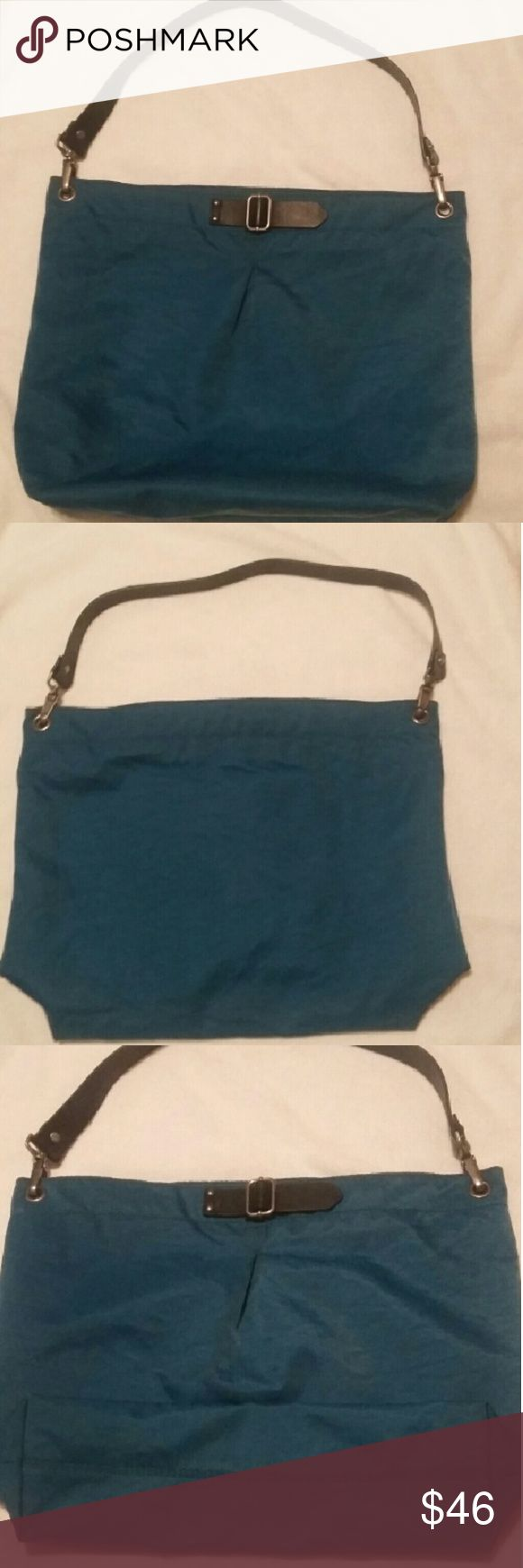 Banana Republic tote bags Teal blue Banana Republic canvas tote bag. It has leather handles and silver Hardware. This bag wasn't carried a lot and is in almost new condition. Banana Republic Bags Totes