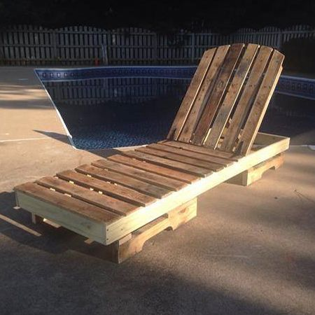 Every garden needs comfortable seating and a sun lounger is just another way to use reclaimed wood pallets