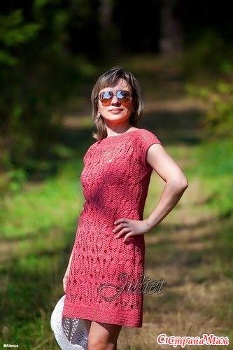 Давно хотела связать платье крючком. Вот здесь проходит онлайн http://www.stranamam.ru/ вдохновила меня вот эта работа Загорелась, заказала нитки, связала.