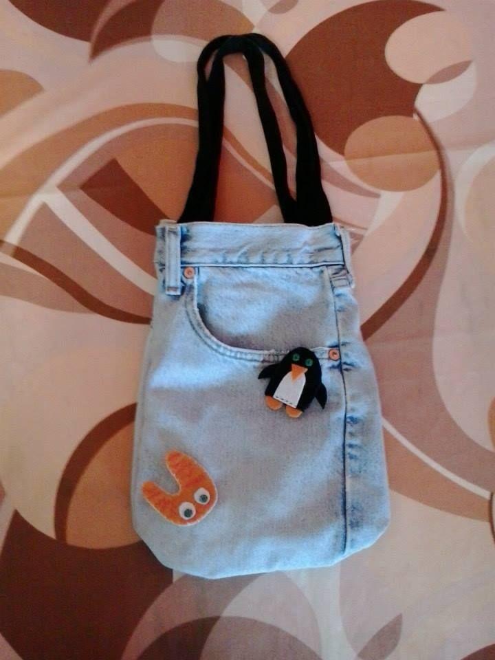 Bolso pequeño con broches de fieltro. Asas recicladas. 6 euros.