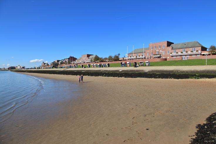 Südstrand Wilhelmshaven - mit Blick auf die Strandhotels Seestern & Delphin