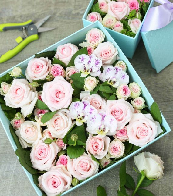 Valentine Gift Box Flower Arrangement - Roses In A Box  - Gift for Her - Fresh Flower Arrangement