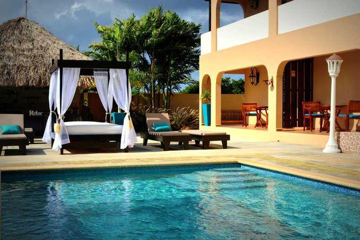 Een kleinschalig appartementencomplex voor koppels op slechts 800 meter van het Jan Thiel strand. Persoonlijke aandacht en service staan centraal. De ruime 2-kamerappartementen zijn voorzien van een volledig ingerichte keuken. De minimum leeftijd is 16 jaar. Optioneel een auto bij huren tijdens uw verblijf op Curaçao? Zie TIP! voor meer informatie.