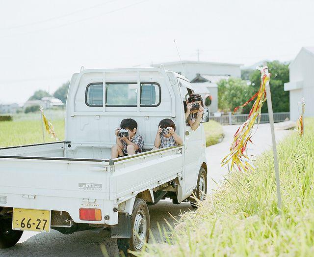 summer holiday 2011 #42 by Hideaki Hamada, via Flickr 아이/아이들/꼬마/꼬마들/일본/트럭/차/트렁크/시골