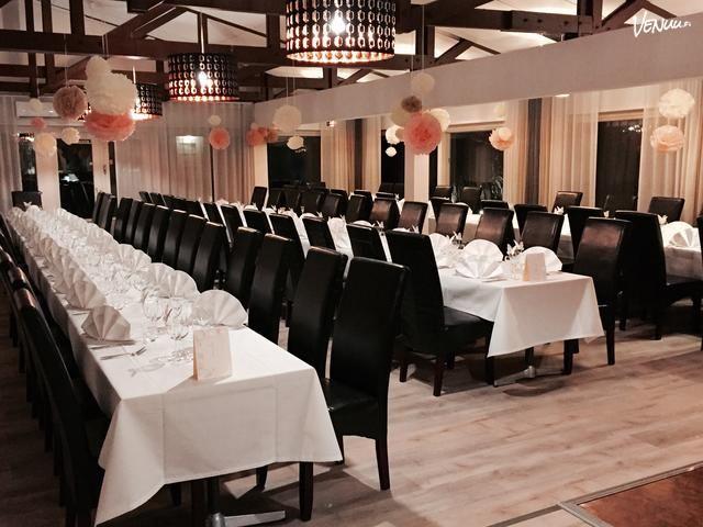 Yhtenäinen suuri ravintola- ja juhlasali kirkkaan lammen rannalla vain 30 min Helsingin keskustasta