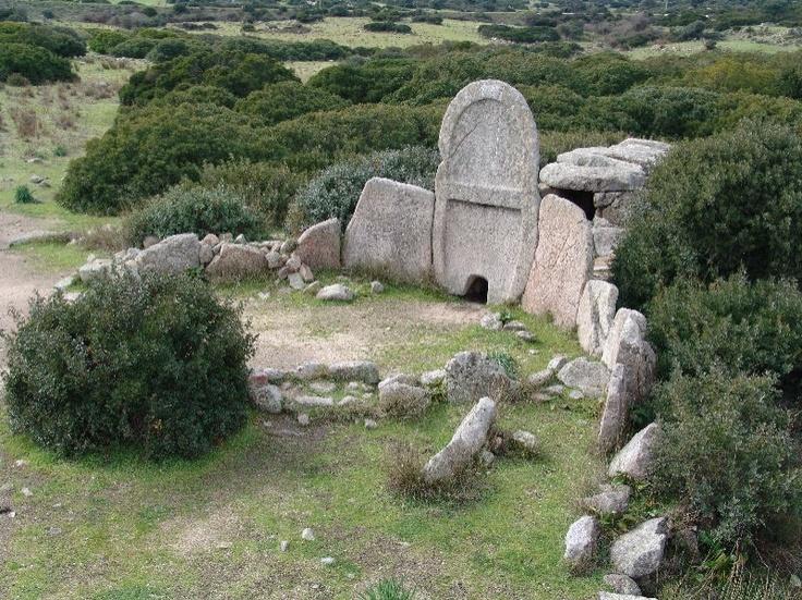 Tombe dei Giganti - Sardegna (Italia)