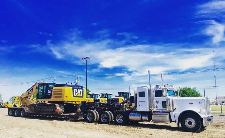 #kingtrucking #hauling #equipment  #heavyhaul #atx #peterbilt #komatsu #excavator #construction #bigiron #largecar #largecarmag #wheelloader #loader #kenworth #lowboy #volvo #siteprep #centraltexas #texas