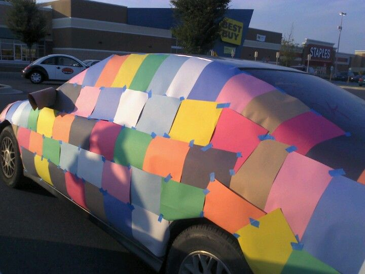 Why can i see my best friend and my boyfriend doing this senior prank?? :P @Anna Brown