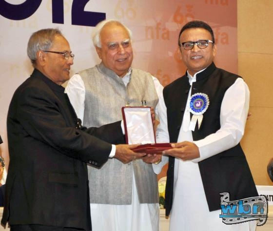 Actor Annu Kapoor collected his National Award on 3rd May in New Delhi. The prestigious 60th National Awards were handed out by President Pranab Mukherjee. Pranab Mukherjee, Kapil Sibal and Annu Kapoor: http://www.washingtonbanglaradio.com/content/54723113-annu-kapoor-receives-national-award-president-pranab-mukherjee-india