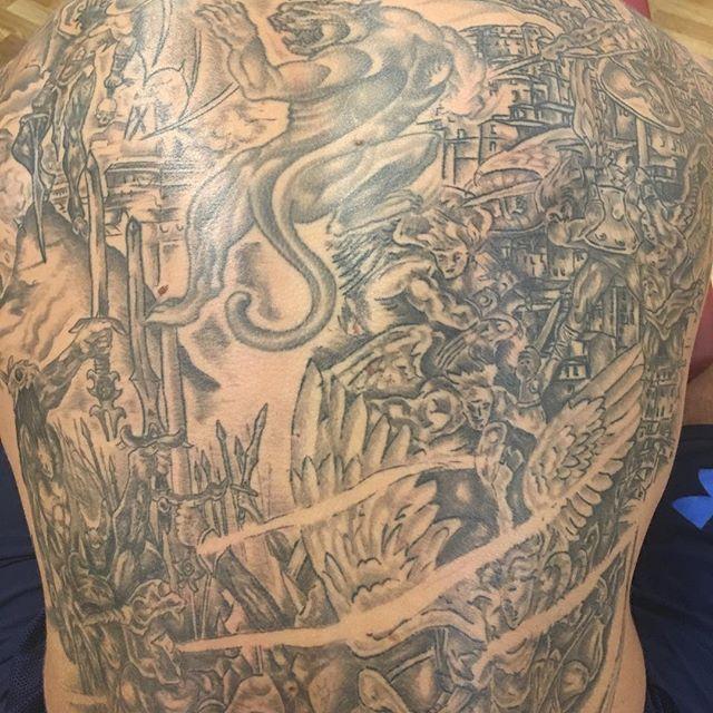 "Working this beautiful back of Shad Burhan is called ""art conservation"" #3dfunktion #fascia #stockholm #shadburhan #pt #leonardosnelleman #moveqacademyeurope #sportperformancecentrerijnmond #rotterdam #art #tattoo"