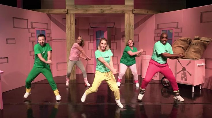 The Dancing Pink Windmill Kids Have Recreated That Viral Video as Adults - VICE