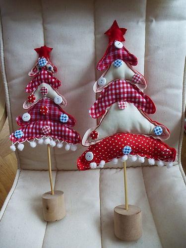 Weihnachtsdekoration 2 Weihnachtsbäume aus Stoff mit Knöpfen | eBay