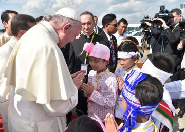 El Papa se reúne con el jefe del Ejército en su primer día de visita a Myanmar