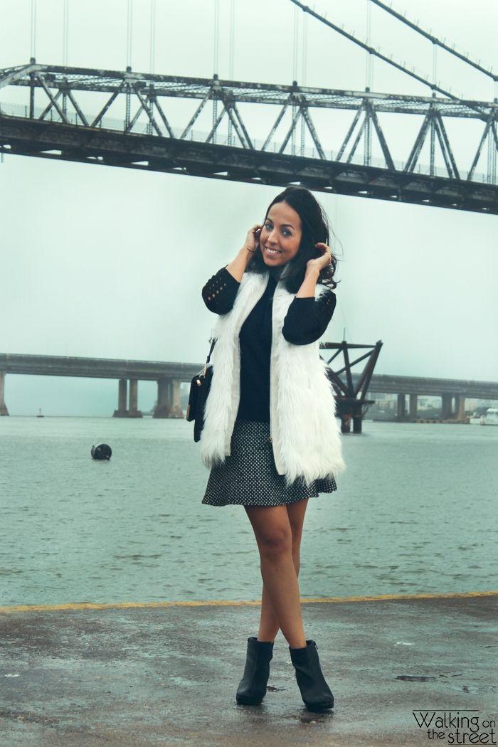Look colete de pelo branco, fur vest, saia, skirt, ankle boot, bota