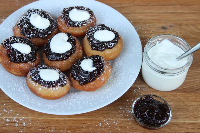 Liška v zástěře : Vdolečky s povidly  Czech donut with plum jam and sour cream