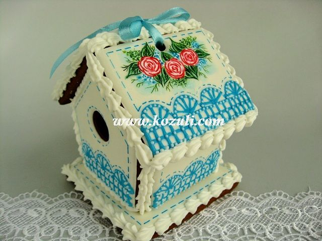 @kozuli_com   // 3D Cookies / Easter Birdhouse. Spring House. Gingerbread House. Roses Cookies. Wet on wet Lace Cookie. Royal icing cookies. Decorated cookies. Cookie decorating with royal ising // www.kozuli.com