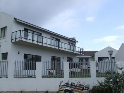 Holiday Rental - FR22Ste(210      South Africa, Western Cape, Struisbaai      ZAR 450 - ZAR 750 | 6 Sleeps | 2 Bedrooms | 2 Baths     Good value for money! Private flat in Struisbaai Fully equipped and neat 2 bedroom flat. Secure parking on premises. Ideal getaway for a small family or coup      Flat Rental  Views!  Well Priced