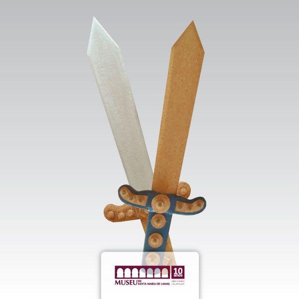 Espadas em cortiça alusivo a Viagem Medieval