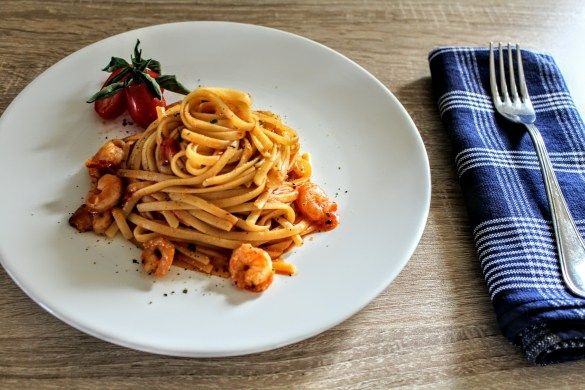 Liguini with Shrimps & cherry tomatoes