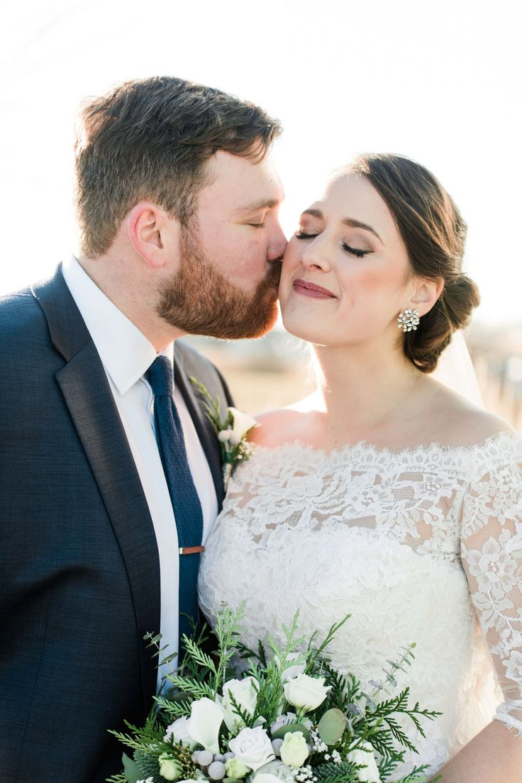 Liz Josh Wedding C Magna Arnott Photography In 2020 Bride And Groom Gifts Bride Groom Poses [ 1104 x 736 Pixel ]