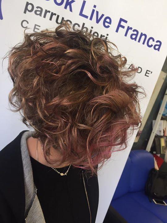 Nuovo degradè che rende unica e autentica la nostra Chiara! Un colore personalizzato con nuance rosate! #hairfashion #newlook #hairstyle #haircut #haircolor #davines #sustenaiblebeautypartner #bcorp #looklivefrancaparrucchieri #centrodegradè #viadeimirti29 #ragusa