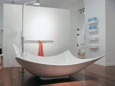 Beyaz kare banyo küvetleri
