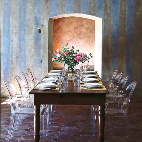De inspiratiebron voor de Kartell Ghost #stoel was de Louis XV stijl uit de 18e eeuw. #eetkamer