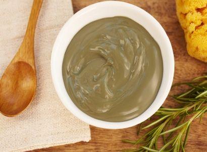 7 recettes de cosmétiques maison  (ici masque anti pelliculaire et cheveux gras à l'argile)