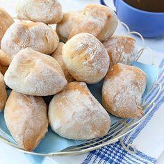 Enkla och goda klippta grahamsbullar som passar perfekt på frukostbordet. Foto Roger Olsson