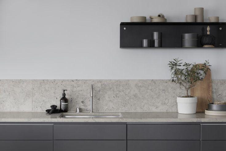 This week | Stilinspiration http://stilinspiration.elledecoration.se/this-week-6/ färgkod luckor S 7500-N, kalksten Jura grå från Valter Eklund och väggfärg AD Silverpil.