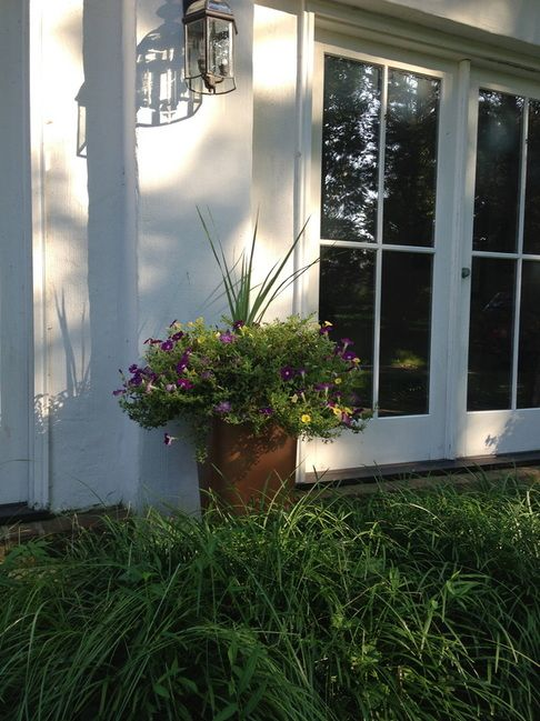 TheSpottedLamb -- DIY Large Outdoor Planters for $15!