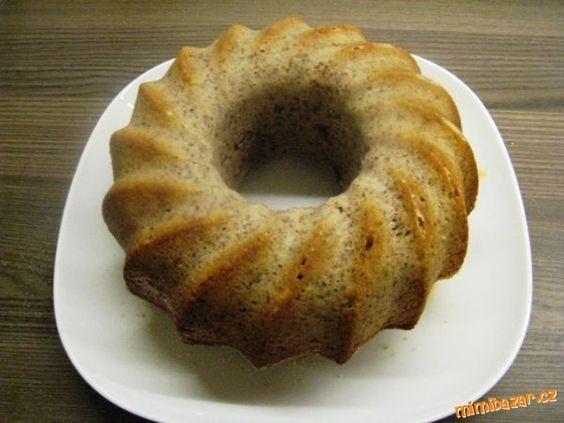 Ořechová šlehačková bábovka pro začátečnice25 dkg polohrubé mouky, 5 dkg namletých vlašských ořechů, 20 dkg moučkového cukru, 1/2 vanilkového cukru (nemusí být), 3 celá vejce, 250 ml smetany ke šlehání (dávám trvanlivou v krabičce) - žádné náhražky, 1 prášek do pečiva, trošku rumu (nemusí být). Na vymazání formy hrubá mouka a máslo.