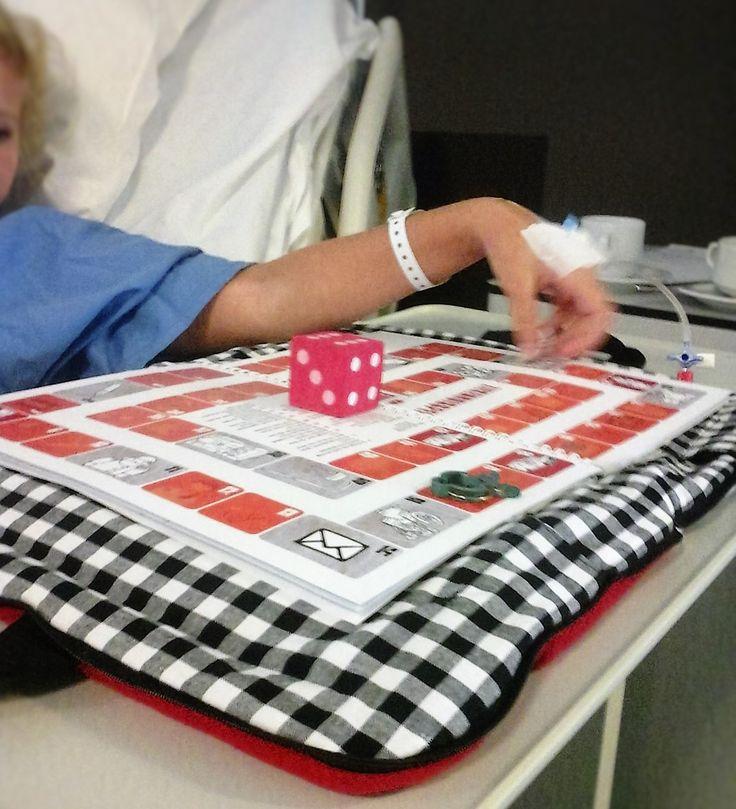 Samen een spelletje spelen. Ziekenhuistas van Mijn tas & ik