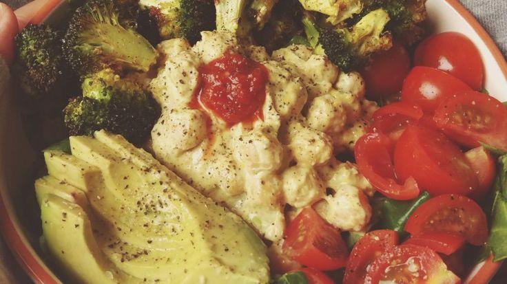 Salade met Gegrilde Broccoli & Romige Kikkererwten