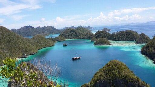 Wayag Lagoon - Raja Ampat