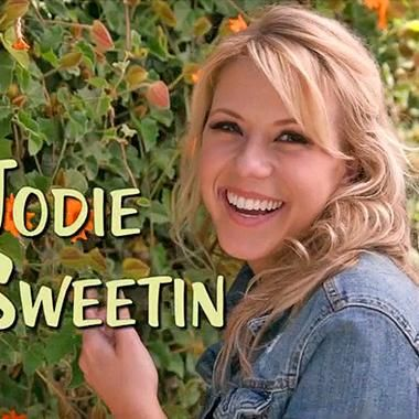 Hot: Dancing With the Stars: Jodie Sweetin spoofs Fuller House