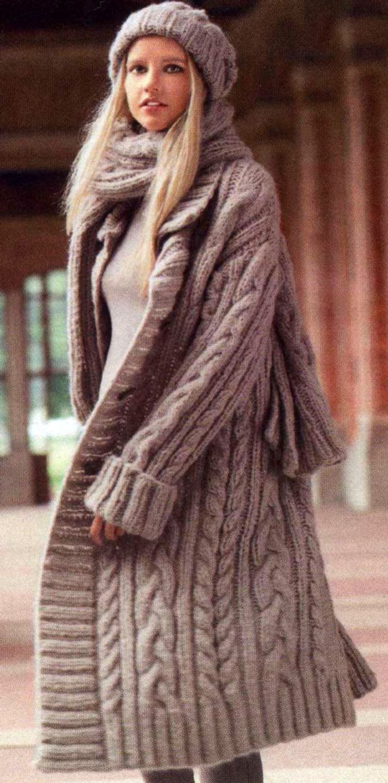 Пальто шарф и шапочка с косами, вязаные спицами