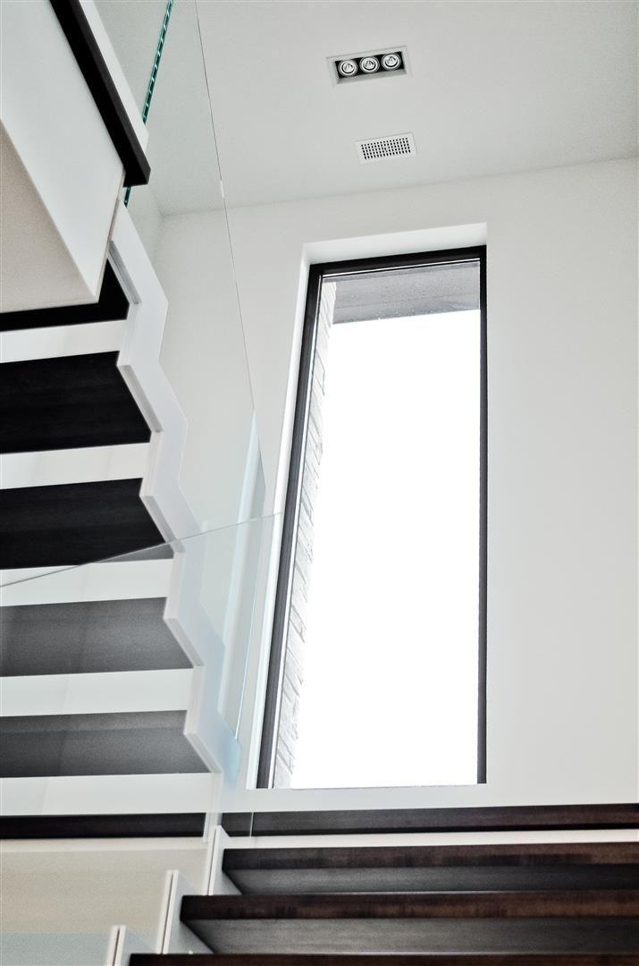 les 25 meilleures id es de la cat gorie baie vitr e fixe sur pinterest haute lumi re de baie. Black Bedroom Furniture Sets. Home Design Ideas