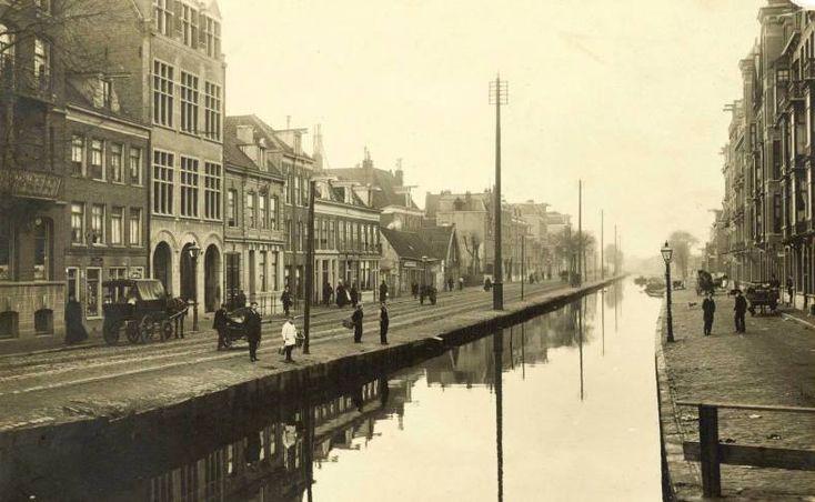 Mensen komen vanuit de hele wereld naar ons kleine Amsterdam, en dat is niet voor niks. Natuurlijk spelen de gelegaliseerde ...