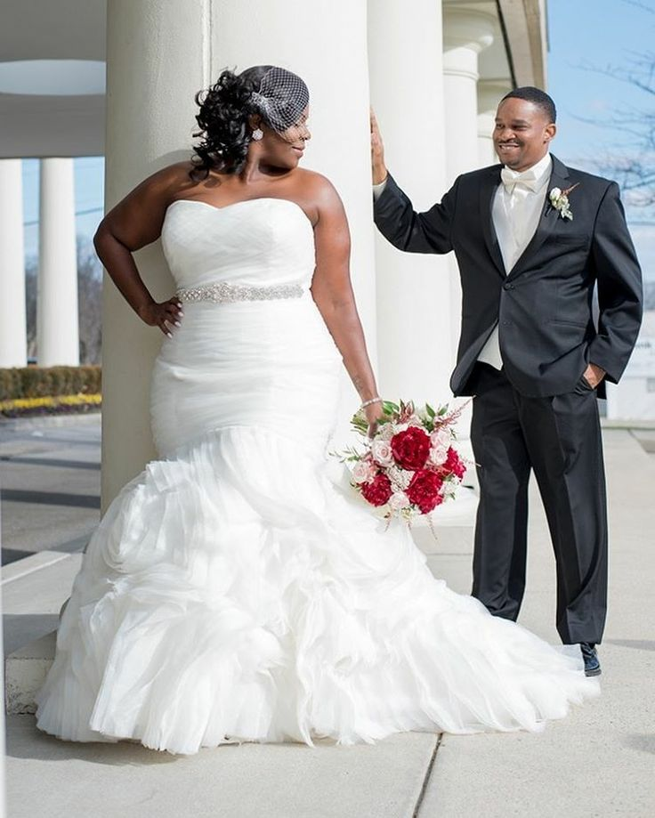 This strapless plus size wedding dress can be recreated for a bride of any size. As dress makers we can make all kinds of #weddingdresses for a curvy bride.  For the bride on a budget we can also make #replicaweddingdresses that look like the couture original but the price will be far less. For more info on #plussizeweddingdresses you can customize please go to www.dariuscordell.com/