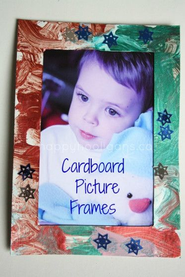 Easy homemade picture frames for toddlers and preschoolers to make. These frames make a wonderful Christmas gift for parents or grandparents.