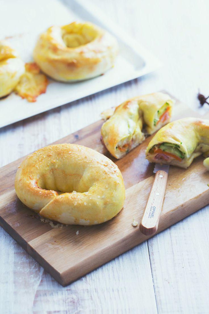 Ciambelle salate veloci: per uno uspuntino gustoso e ripieno!  [Salted and stuffed donuts]